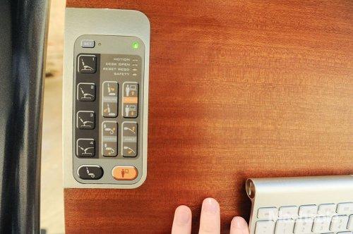 Компьютерный стол, позволяющий работать лёжа (5 фото + видео)