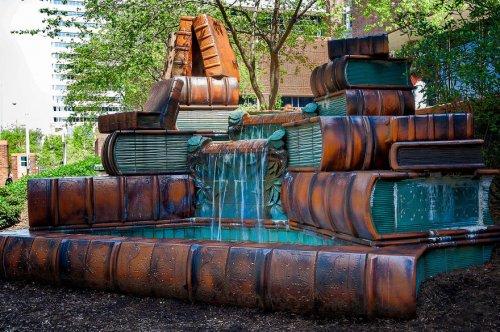 Книжный фонтан у Главной библиотеки Цинциннати
