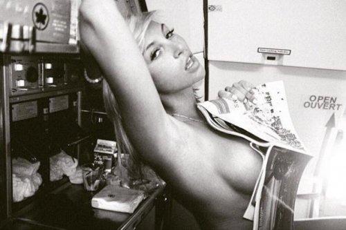 Девушки с полуобнажённой грудью, или sideboob (30 фото)