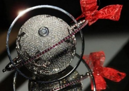 Невероятно красивые и дорогие ёлочные игрушки 1450182448_elochnye-igrushki-7