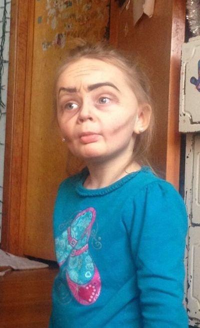 Необычный грим: девочка-старушка (4 фото)