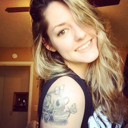 Девушки с татуировками (33 фото)