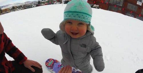 Годовалая малышка на сноуборде покоряет Интернет
