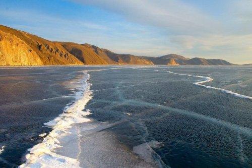Удивительный лёд Байкала (3 фото)