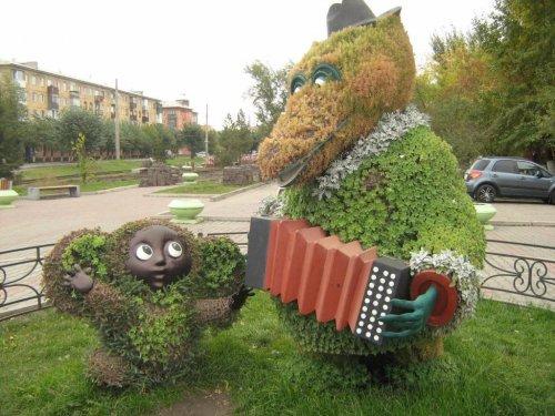 Цветочные фигуры в Красноярске