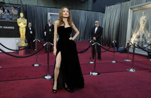 """Роскошные наряды голливудских красавиц на красной дорожке """"Оскара"""" в разные годы (21 фото)"""