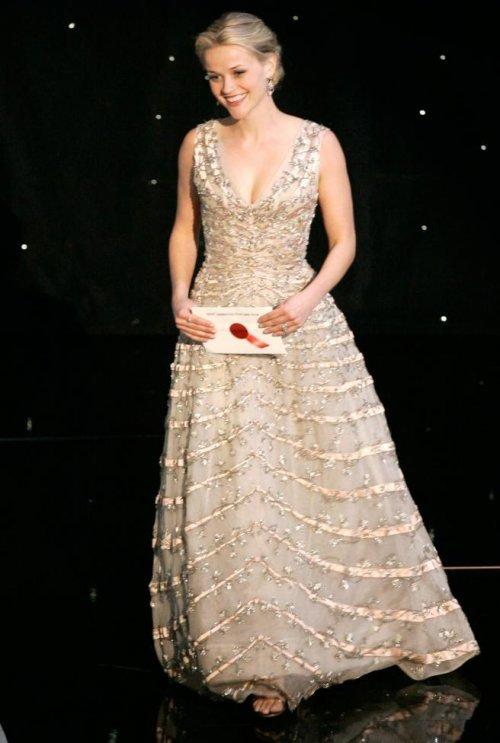 """Роскошные наряды голливудских красавиц на красной дорожке """"Оскара"""" в разные годы"""