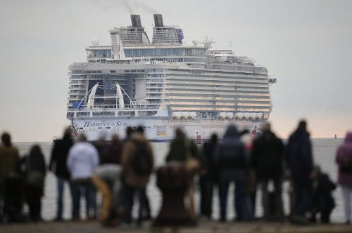Крупнейший круизный лайнер Harmony of the Seas вышел в море (12 фото)