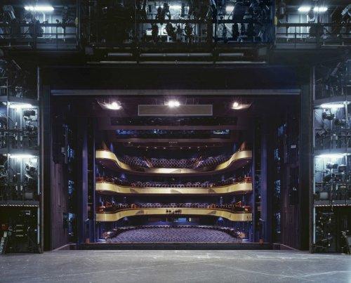 Зрительные залы из-за кулис известных театров Германии (12 фото)