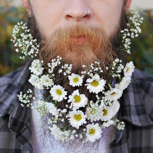 Весеннее настроение: бороды, украшенные цветами (16 фото)