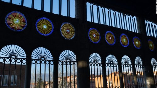 Более полувека испанец в одиночку возводит собственный собор (25 фото)