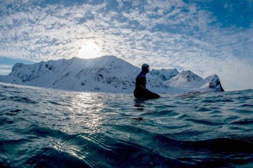 Экстремальный сёрфинг за полярным кругом (8 фото)