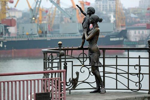 Памятники любви, дружбе и преданности, установленные в разных уголках мира (14 фото)