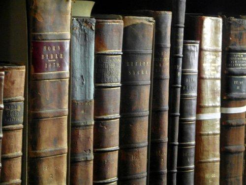 Впечатляющая библиотека Тринити-колледжа в Ирландии (8 фото)