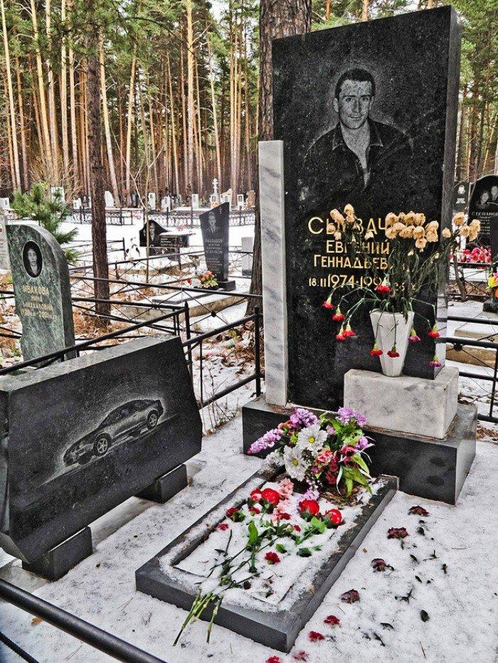 скопление надгробия криминальных авторитетов фото проверены овраги