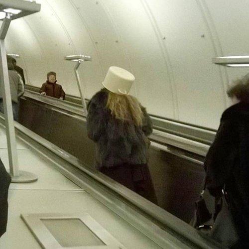 Необычные пассажиры в метро (17 фото)