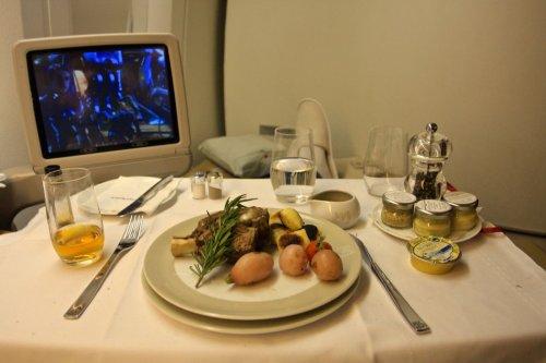 Как кормят пассажиров в авиакомпаниях мира (30 фото)