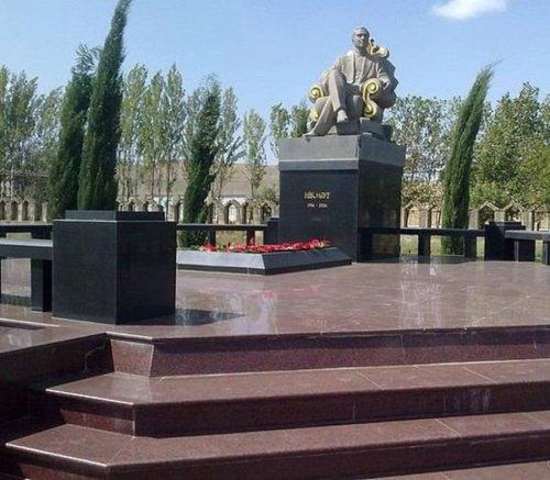 Могильные памятники криминальных авторитетов (21 фото)