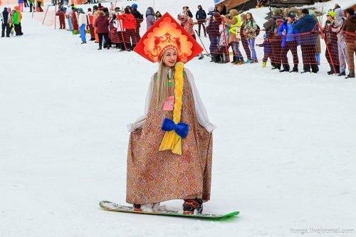 Массовый костюмированный лыжный спуск в Шерегеше (37 фото)