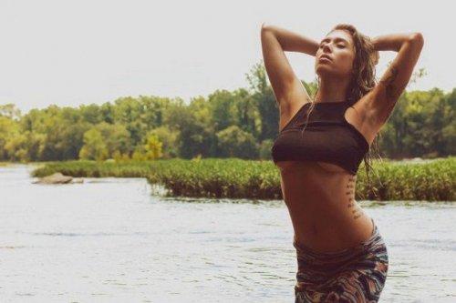 Женские прелести в фотографиях в стиле underboob (23 фото)