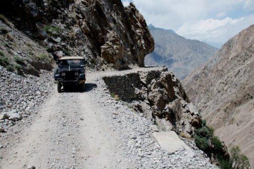 Топ-10: Самые жуткие и красивые дороги в мире