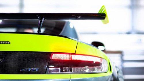 Спортивное купе Aston Martin Vantage GT8 (13 фото)