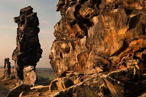 """Камуфляжный боди-арт на фоне природы в проекте """"Метаморфозы"""" (24 фото)"""