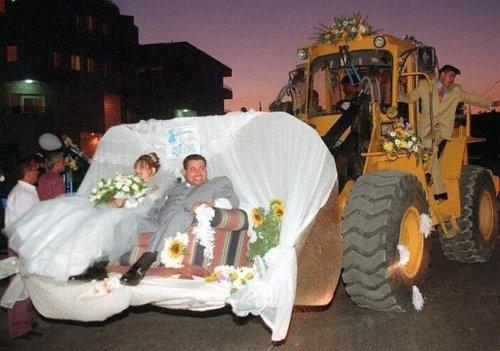 Необычные свадебные кортежи (27 фото)