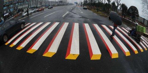 """Трёхмерные пешеходные переходы вместо """"лежачих полицейских"""" в Индии (5 фото + видео)"""