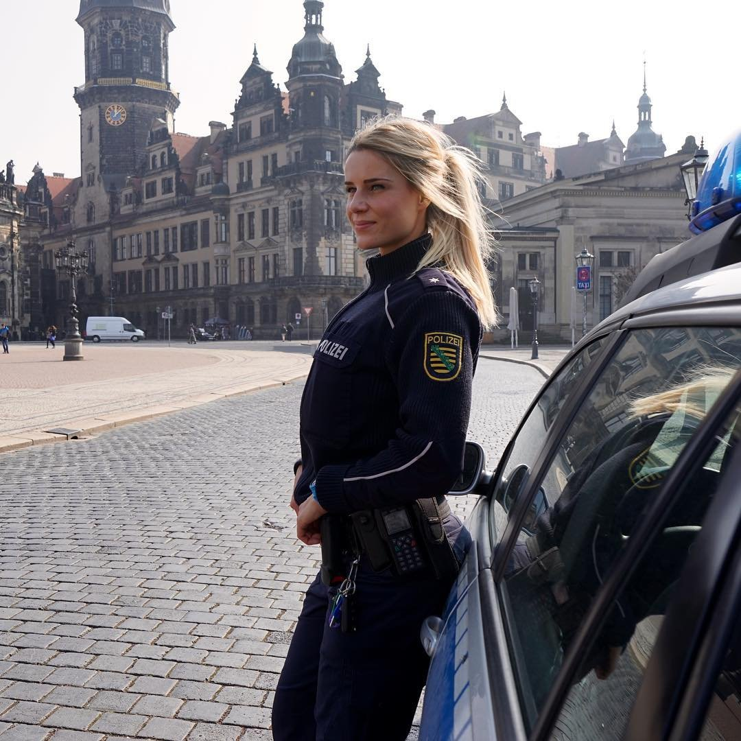Смотреть порно офицер полиции шантажирует девушку онлайн бесплатно 18 фотография