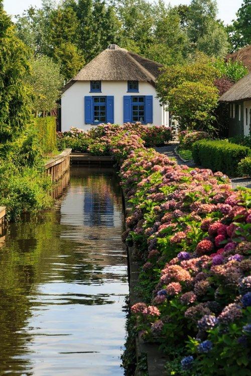 Гитхорн: нидерландская деревня без дорог, похожая на сказку (10 фото)