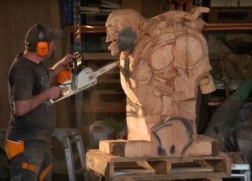 Скульптура Ревенанта из DOOM, вырезанная из дерева (16 фото)