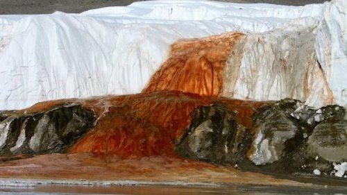 Топ-10: Самые необычные и удивительные водопады на планете