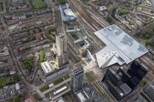 Гигантская лестница на крышу здания в центре Роттердама (7 фото)