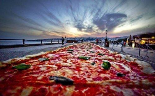 В Италии приготовили самую большую пиццу в мире (14 фото)
