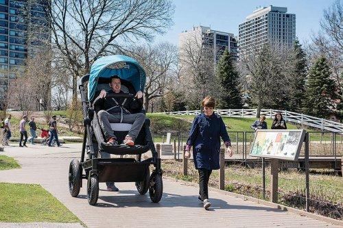 Тест-драйв в коляске для взрослых (6 фото + видео)