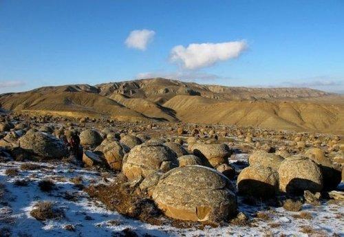 Таинственная долина на полуострове Мангистау в Казахстане (9 фото)