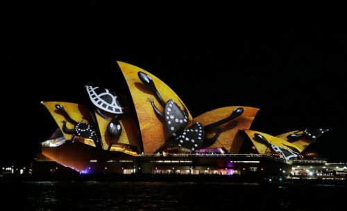 Здание Сиднейской оперы во время фестиваля света Vivid Sydney 2016 (13 фото)