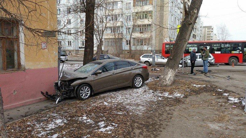Необычные аварии и впечатляющие ДТП (28 фото): http://www.bugaga.ru/jokes/1146754357-neobychnye-avarii-i-vpechatlyayuschie-dtp.html