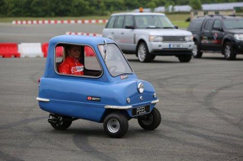 Крошка-автомобиль Peel P50 (11 фото)