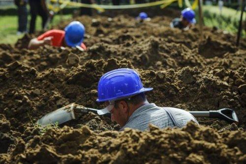 Конкурс среди могильщиков в Дебрецене (12 фото)