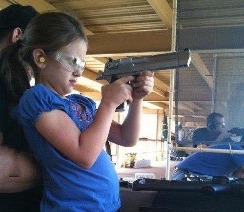 Почему оружие нельзя давать всем подряд (15 фото)
