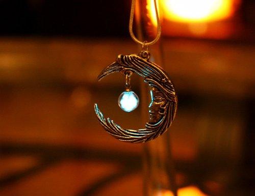 Светящиеся в темноте украшения от Манон Ричард (16 фото)