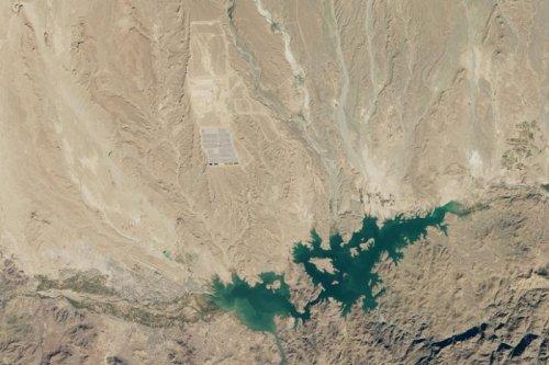 В Марокко строят крупнейшую в мире солнечную электростанцию (2 фото)