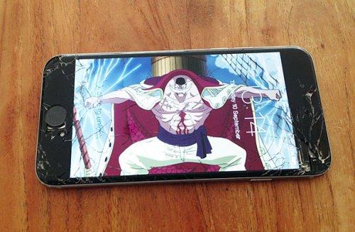 """Креативные способы """"починить"""" треснувший дисплей на смартфоне (19 фото)"""