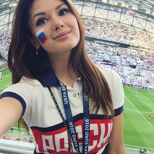 Привлекательные болельщицы на Чемпионате Европы по футболу 2016 (27 фото)