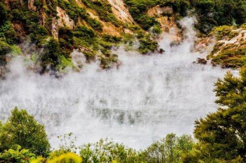 Горячее озеро Фрайин Пай в Новой Зеландии (5 фото)