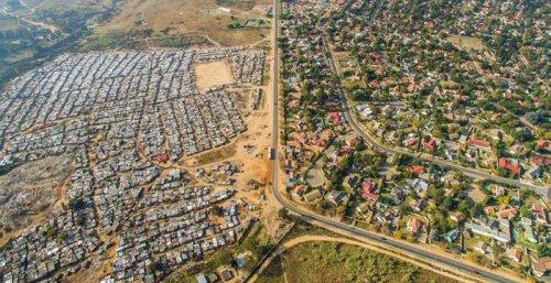 Богатство и бедность, разделённые линией (11 фото)