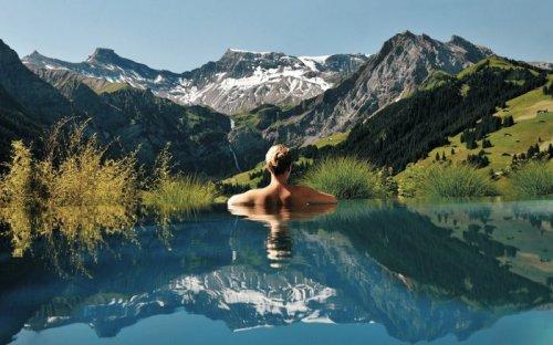 Самые удивительные и потрясающие бассейны (23 фото)