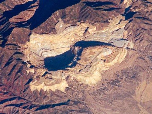 Огромные рукотворные сооружения, видимые из космоса (6 фото)